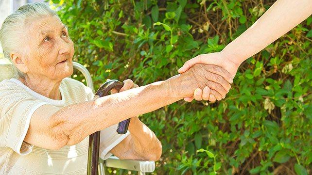 Incapacitación judicial de mayores - Tutela y curatela de una persona mayor dependiente, ¿cuándo se debe dar el paso de la incapacitación?