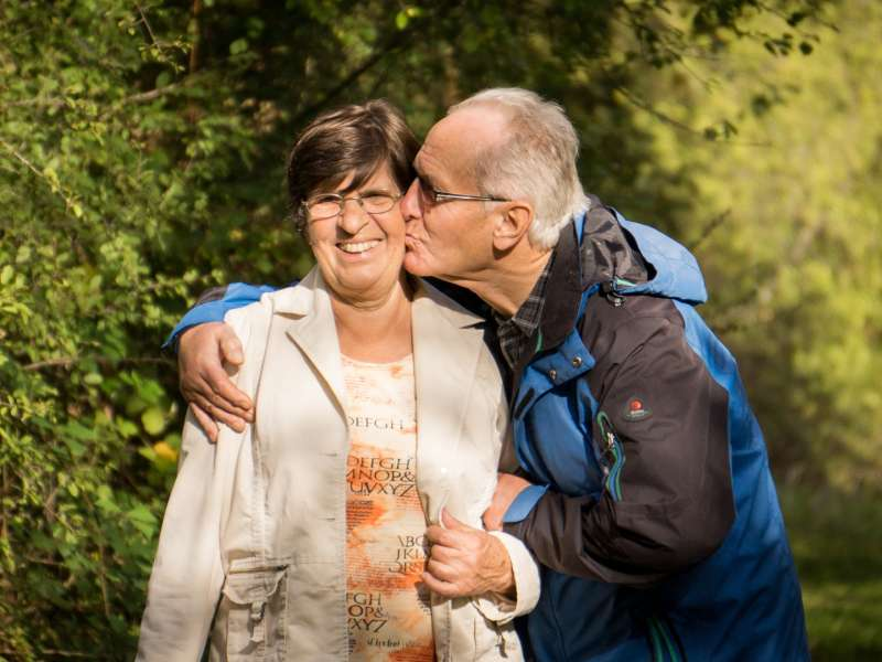 grandparents 2198053 1920 800x600 - Beneficios de tener un empleo en una residencia de ancianos