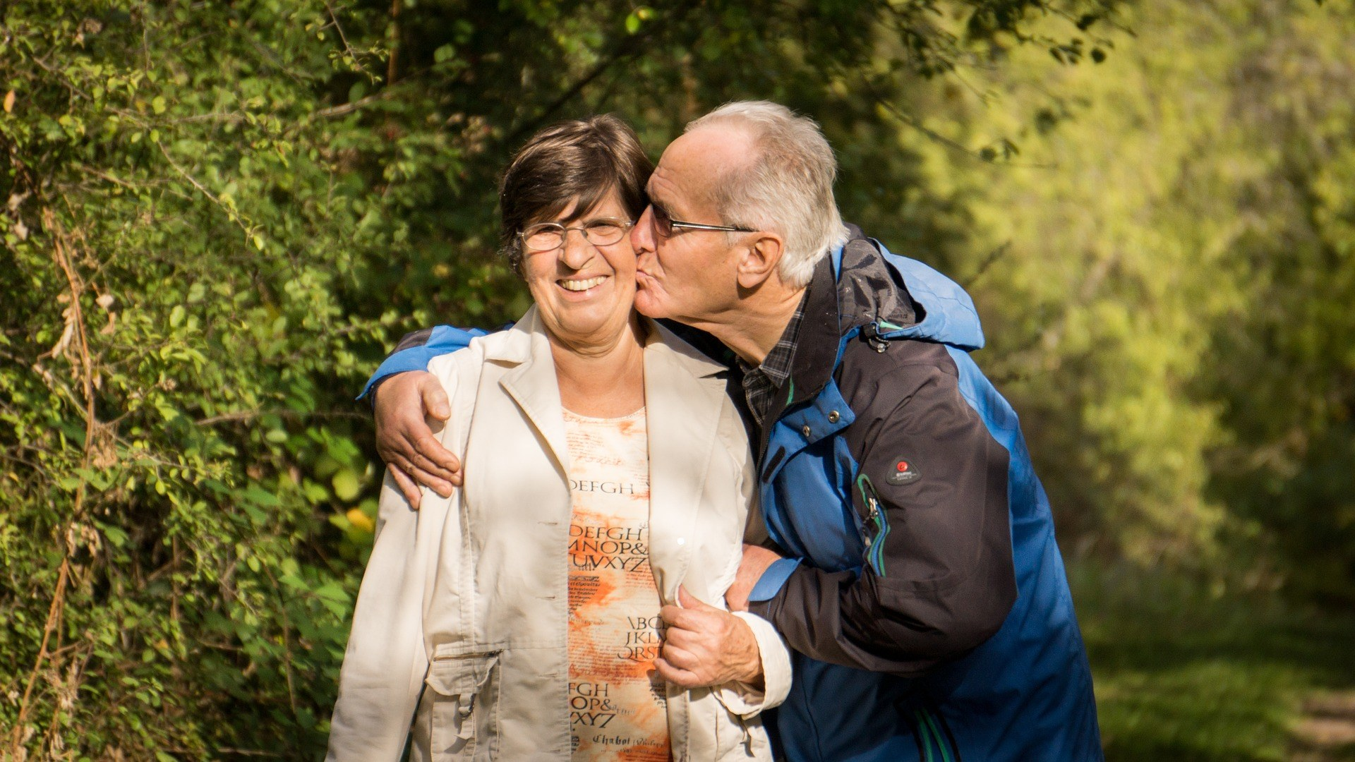 grandparents 2198053 1920 - Beneficios de tener un empleo en una residencia de ancianos