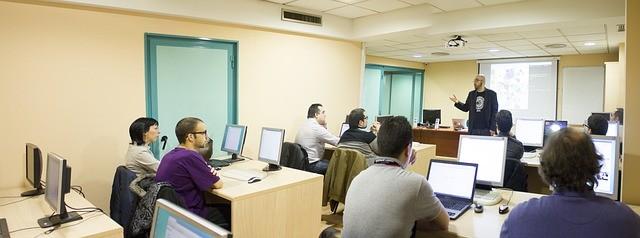 aula1 1 - Especialización de los profesionales del sector sociosanitario