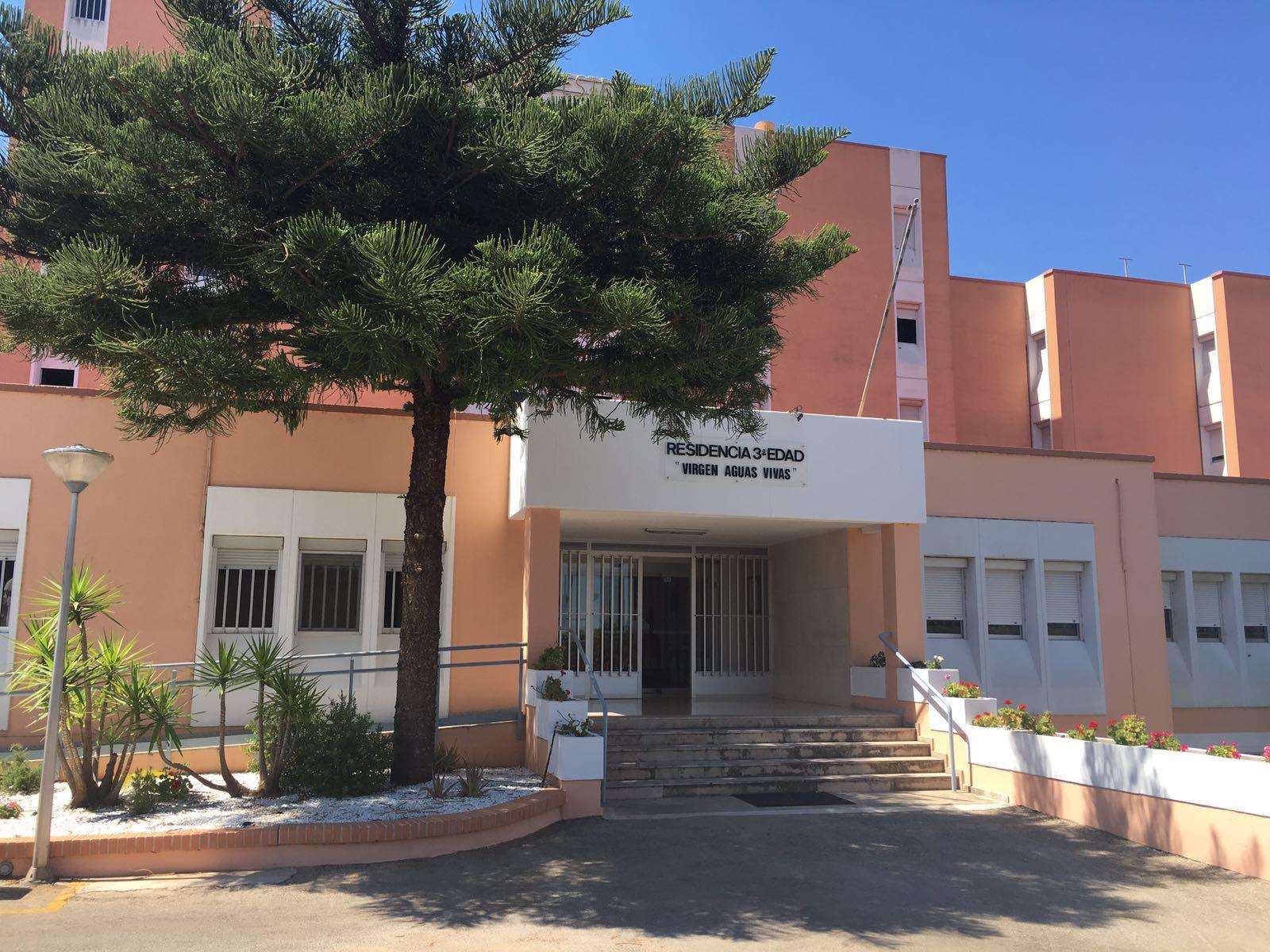 IMG 20160620 WA00031 - Los mayores desalojados por el incendio de Carcaixent regresan esta tarde a la residencia Aigües Vives