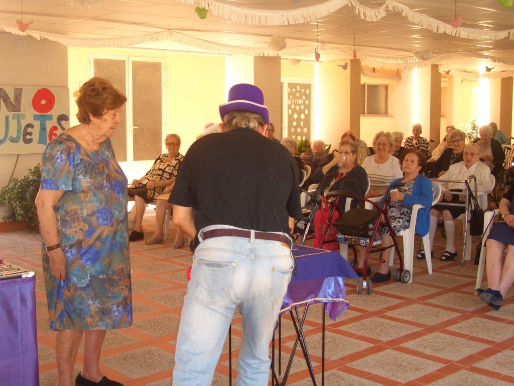 mago3 1024x768 - La Residencia de Ancianos de Caritas Burriana se llena de solidaridad