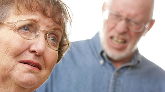 Ancianos TINIMA20121008 0078 5 - Agitación e intranquilidad en peronas mayores, un trastorno de conducta con varios orígenes