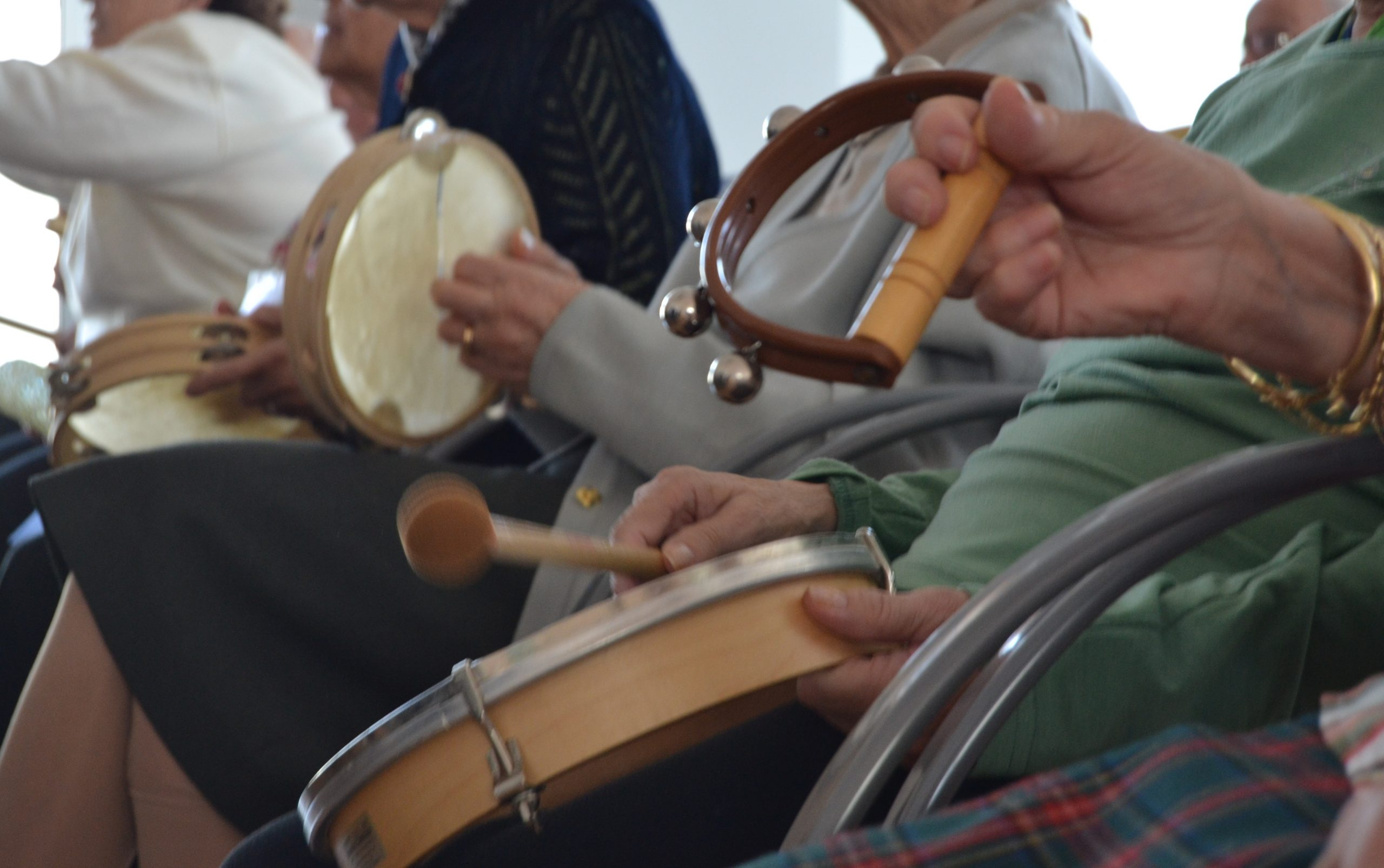 TALLER MUSICOTERAPIA scaled - Iniciativa de voluntariado a través de la música - Proyecto Músicamable